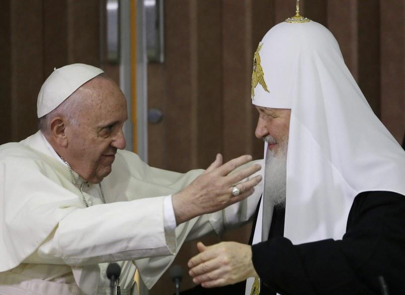 Papież Franciszek z patriarchą Cyrylem /PAP/EPA