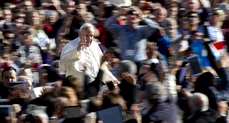 Papież Franciszek znalazł się w zestawieniu na czwartej pozycji /PAP/EPA/CLAUDIO PERI /PAP/EPA