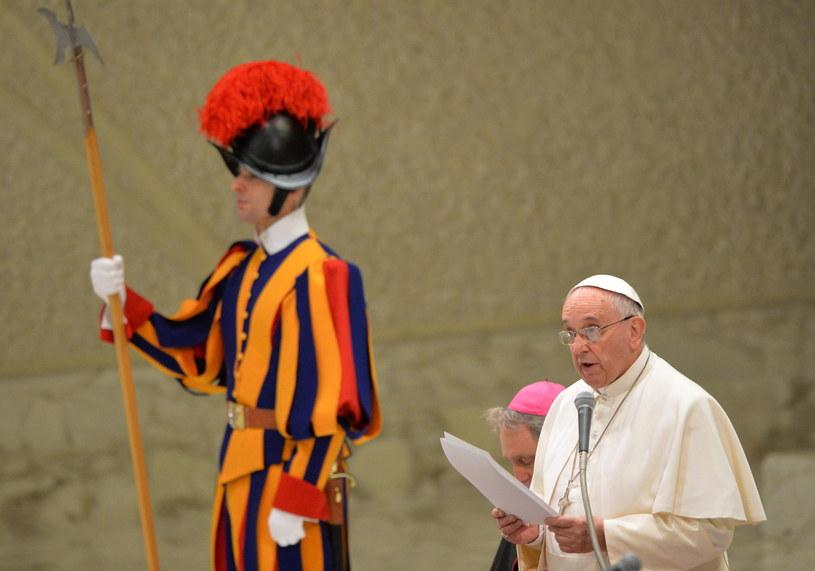 Papież Franciszek znów poucza kościelnych dygnitarzy o skromności /PAP/EPA