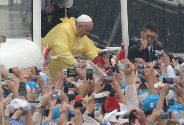 Papież Franciszka podczas wizyty na Filipinach fot. Ted Aljibe /AFP