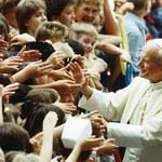 Papież: Jan Paweł II bywał wprowadzany w błąd ws. pedofilii. Kard. Dziwisz: Nie mogę potwierdzić
