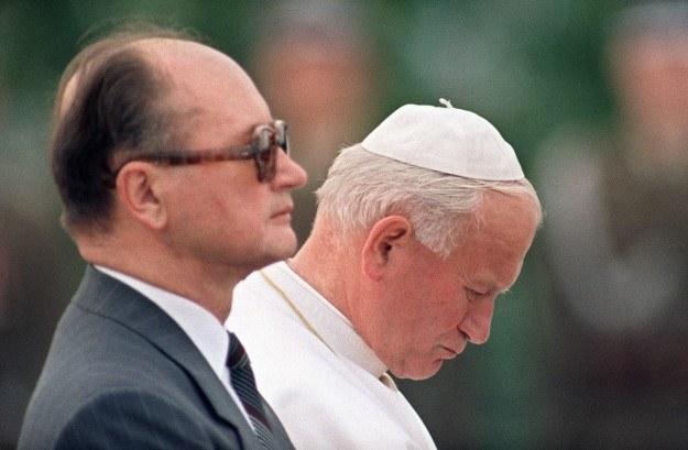 Papież Jan Paweł II i gen. Wojciech Jaruzelski /AFP