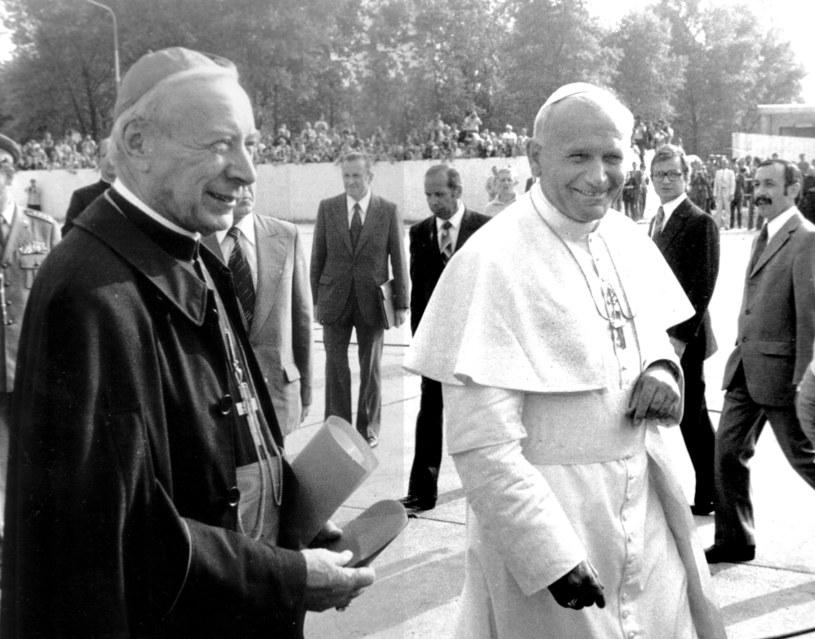 Papież Jan Paweł II podczas pierwszej pielgrzymki w Polsce i kard. Stefan Wyszyński /Jan Morek /Agencja FORUM