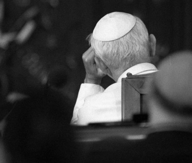Papież Jan Paweł II w Parlamencie Europejskim /AFP