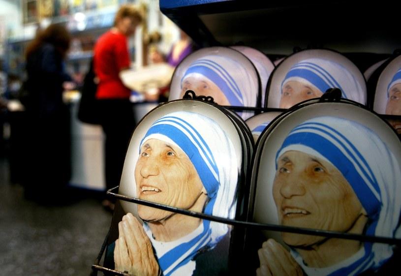 Papież Jan Paweł II wyniósł na ołtarze Matkę Teresę /AFP