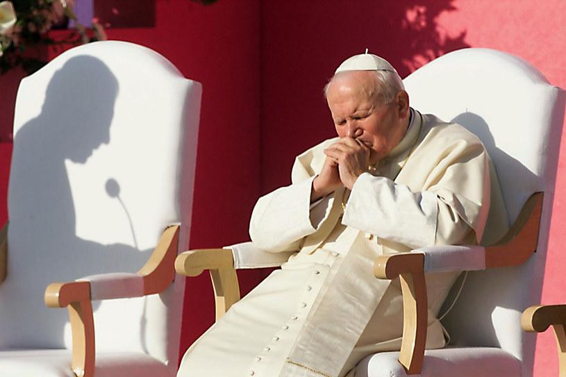 Papież Jan Paweł II /CARLOS CAZALIS /AFP
