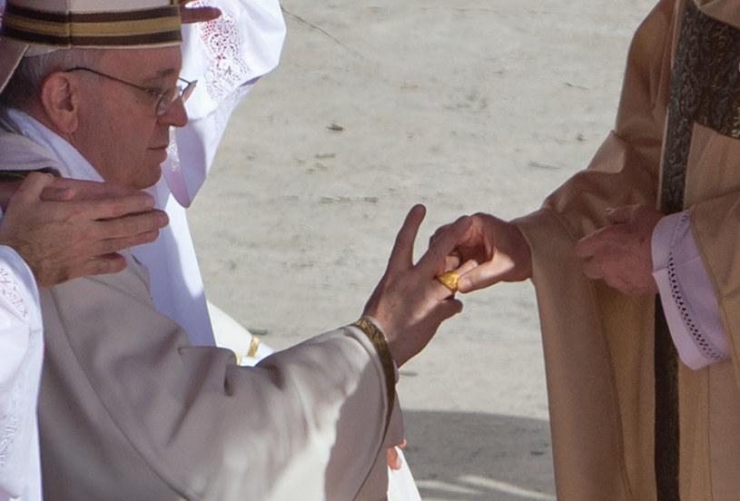 Papież otrzymał Pierścień Rybaka /Agencja FORUM
