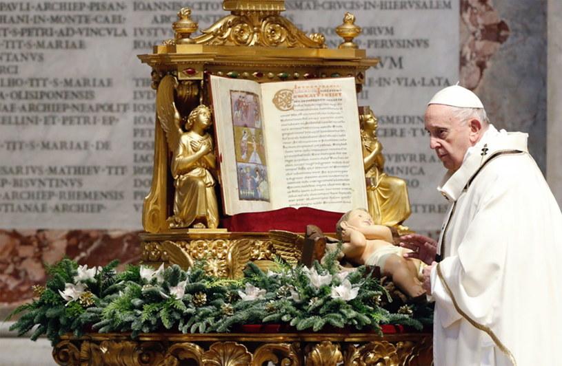Papież podczas mszy w bazylice świętego Piotra /KAMIL JASINSKI / POOL /PAP/EPA
