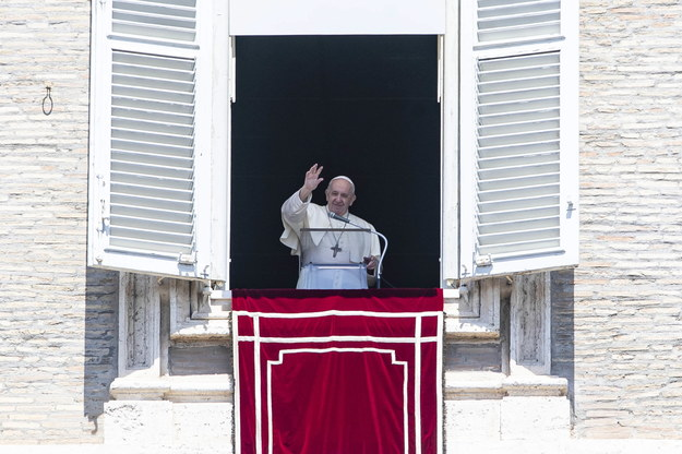 Papież podczas niedzielnego nabożeństwa Anioł Pański /MASSIMO PERCOSSI /PAP/EPA