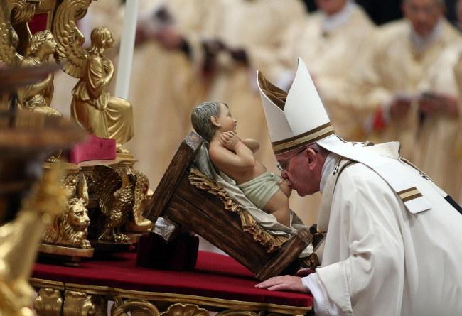 Papież podczas pasterki /ALESSANDRO DI MEO    /PAP/EPA