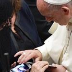 """Papież spotkał się z rodzinami ofiar zamachu w Nicei. """"Na ataki diabła odpowiedzieć miłością"""""""