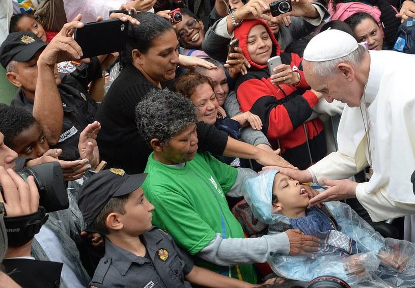 Papież u mieszkańców faweli Manguinhos w Rio. /AFP