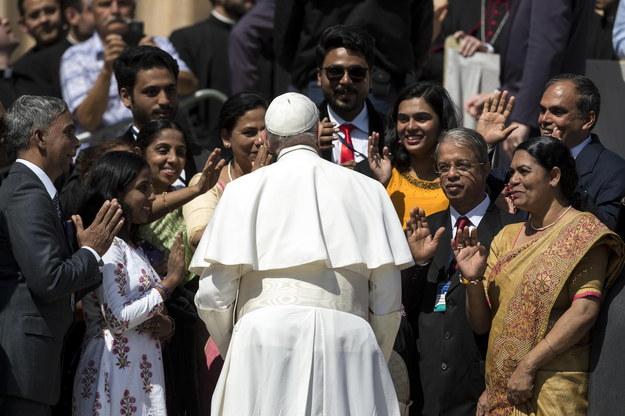 Papież ustanowił normy w sprawie zgłaszania pedofilii i odpowiedzialności biskupów /ANGELO CARCONI /PAP/EPA