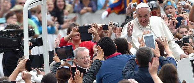 """Papież w """"Paris Match"""": Zawsze byłem księdzem ulicy"""