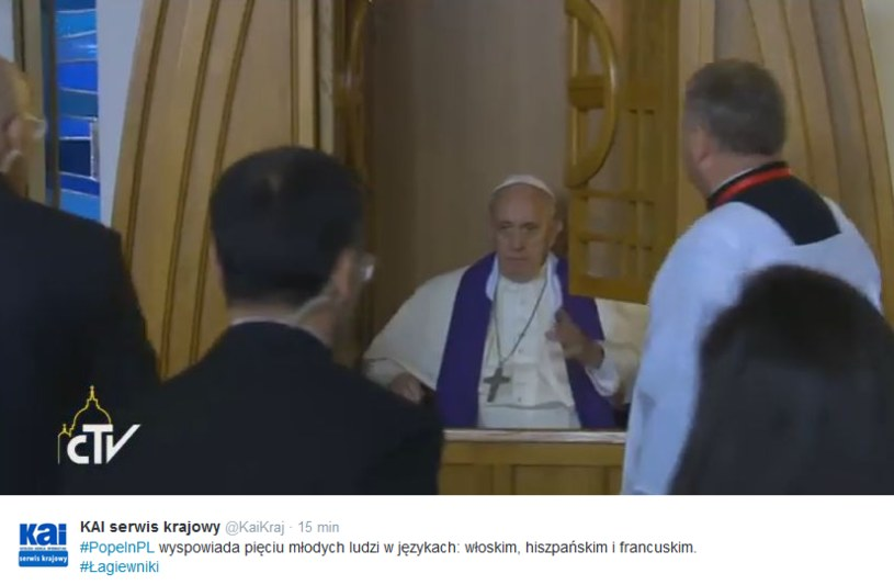 Papież w konfesjonale w Łagiewnikach /Twitter
