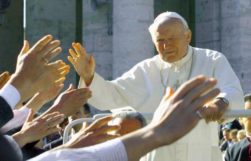 Papież w tłumie wiernych /GERARD JULIEN /AFP