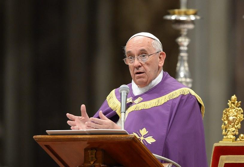 Papież wyraził solidarność z chorymi na AIDS. /AFP /AFP