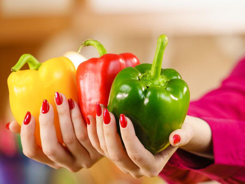 Papryka zawiera znaczne ilości błonnika, który sprzyja procesom metabolicznym i usprawnia perystaltykę jelit /123RF/PICSEL