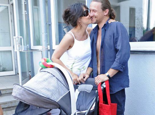Para doczekała się dziecka. Syn Jaś urodził się w  kwietniu 2010 r.  /East News
