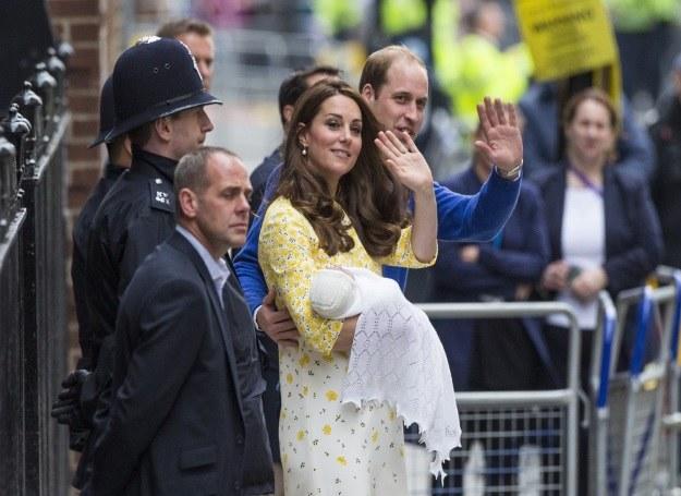 Para książęca pokazała córeczkę /East News /East News
