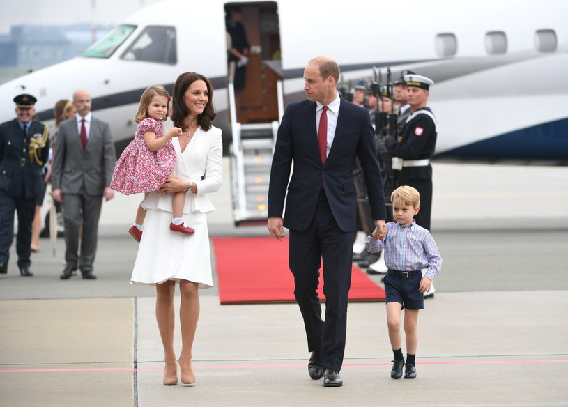 Para książęca przyleciała do Polski razem ze swoimi dziećm /Bartłomiej Zborowski /PAP