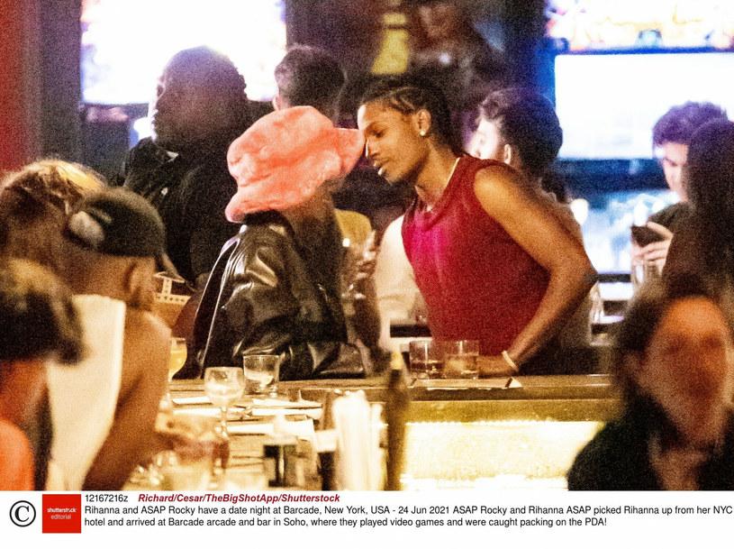 Para nie szczędziła sobie czułości podczas wspólnego wieczoru /BACKGRID /East News