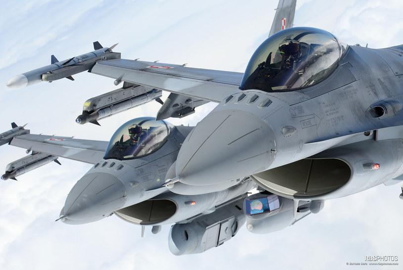 Para polskich F-16 w misji rozpoznawczej /Bartek Bera /INTERIA.PL