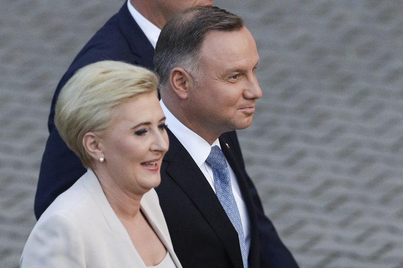 Para prezydencka otrzymywałaby łącznie prawie 50 tys. zł miesięcznie /AP Photo/Petr David Josek /East News
