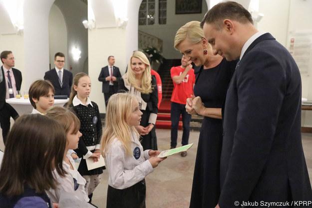 """Para prezydencka przekazała prezenty w ramach akcji """"Szlachetna Paczka"""" /Jakub Szymczuk/KPRP/prezydent.pl /"""