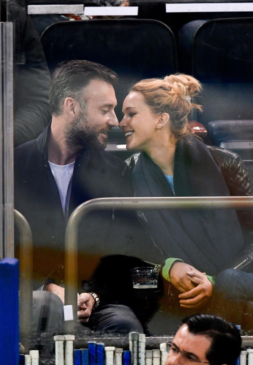 Para wybrała się razem na mecz hokeja /East News