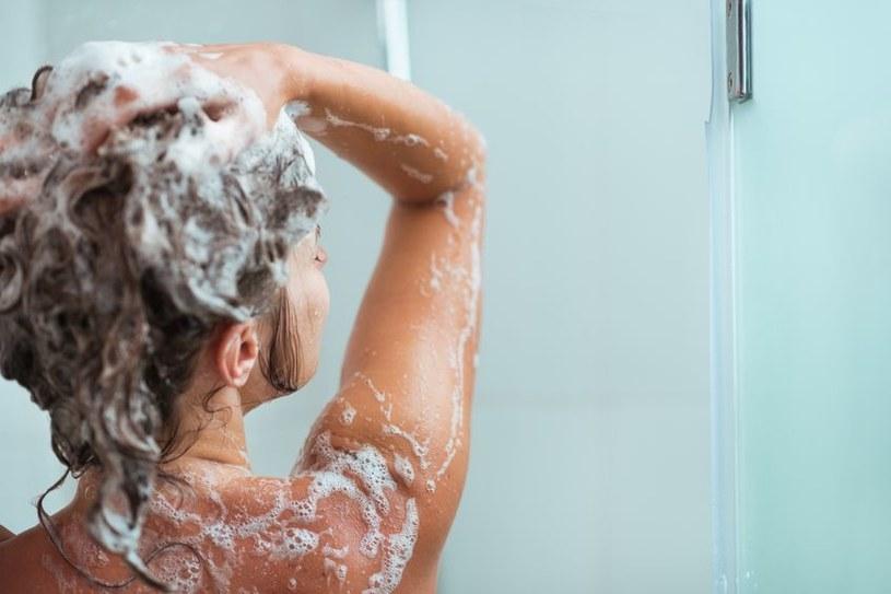 Parabeny obecne m.in. w szamponach do włosów zwiększają ryzyko wystąpienia raka piersi /123RF/PICSEL