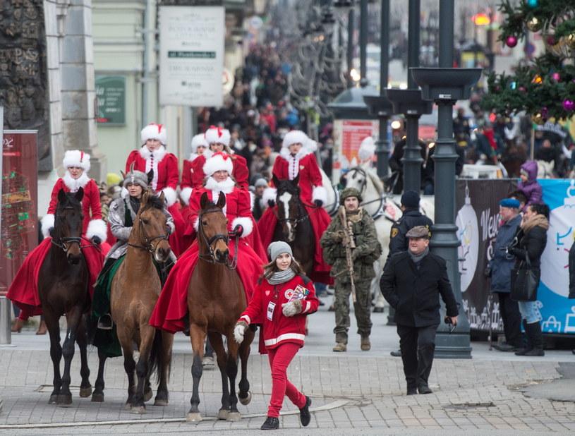 Parada jeździecka na ul. Piotrkowskiej /Grzegorz Michałowski /PAP