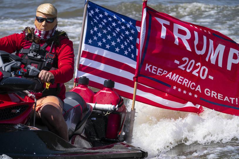 Parada poparcia dla prezydenta USA Donalda Trumpa zorganizowana na jeziorze w Teksasie /SARAH SILBIGER / GETTY IMAGES NORTH AMERICA / GETTY IMAGES VIA AFP /AFP