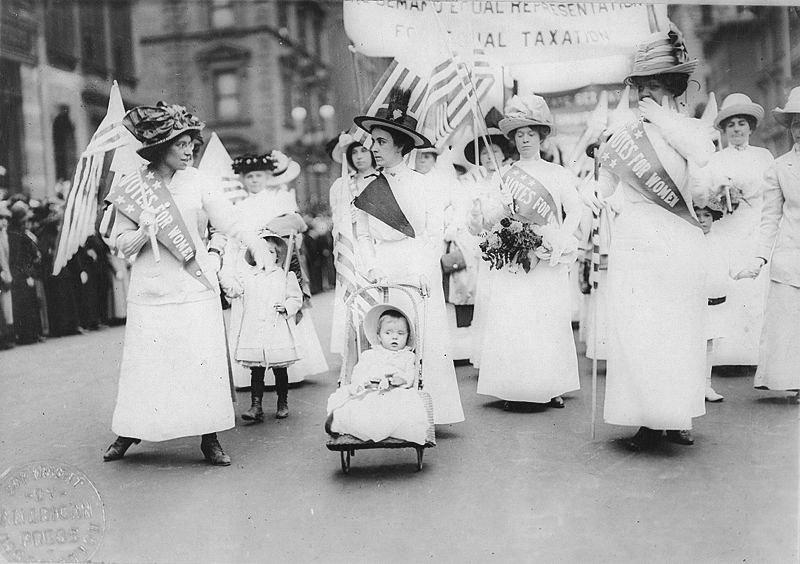 Parada sufrażystek w Nowym Jorku w 1912 roku /Agnieszka Lisak – blog historyczno-obyczajowy
