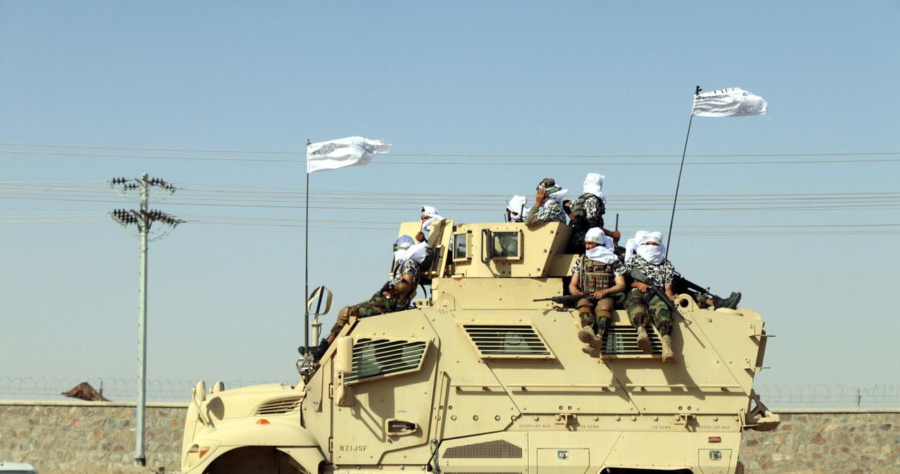 Parada w Afganistanie. Talibowie chwalą się amerykańskim sprzętem