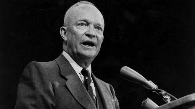 Paradoksalnie kampania pokojowego wykorzystania atomu zapoczątkowana przez prezydenta Eisenhowera pozwoliła naukowcom zbudować swą bombę /Getty Images/Flash Press Media