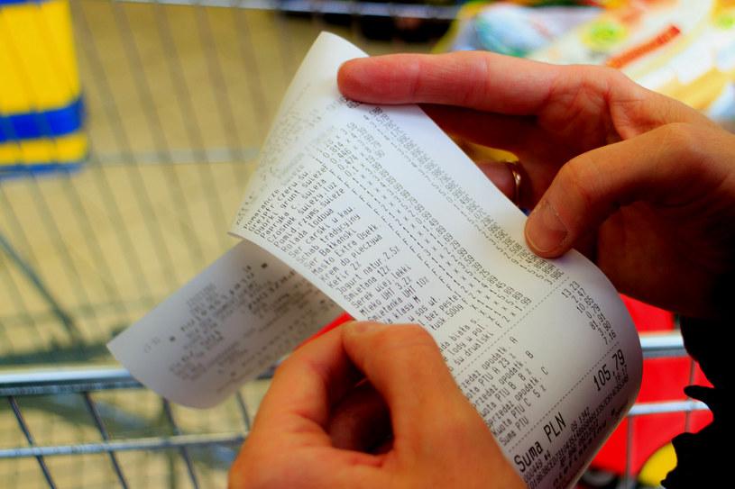 Paragon to tylko jedna z wielu możliwych dowodów zakupu, jaki konsument może przedstawić sprzedawcy, zgłaszając reklamację /123RF/PICSEL