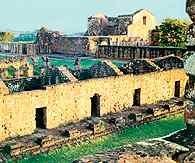 Paragwaj, ruiny misji jezuickiej w miejscowości Trinidad /Encyklopedia Internautica