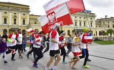 Paralotnią, balonem, na spadochronie, motorówką! 2 maja rusza biało-czerwona sztafeta RMF FM