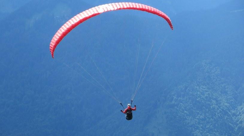 Paralotniarz spadł z dużej wysokości /Dieter_G /pixabay.com