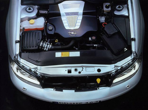 Parametry silnika: 315KM przy 5600 obr./min, 450 Nm przy 4400 obr./min. /Opel