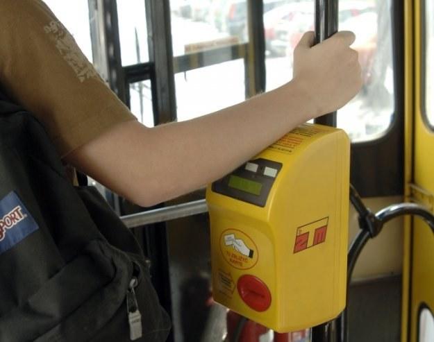 Parasolki, portfele, zegarki, telefony - takie rzeczy gubią w autobusach białostoczanie /© Bauer