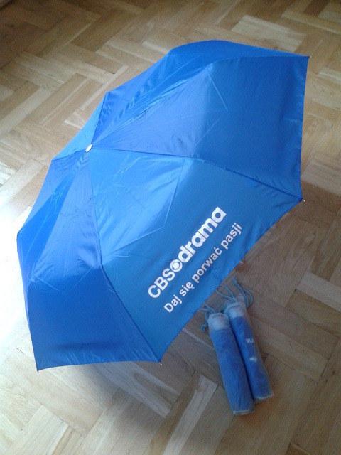 Parasolki z logo CBS Drama /materiały prasowe