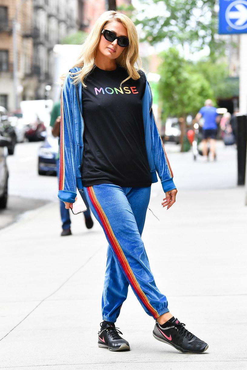 Paris Hilton chętnie pozowała fotografom do zdjęć /Robert O'Neil /East News