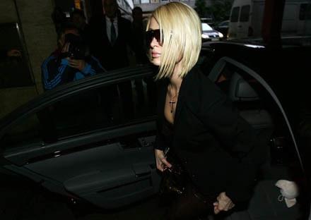 Paris Hilton nie dotrzymała warunków kontraktu /AFP