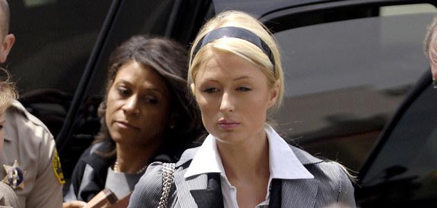 Paris Hilton zaraz po wyjściu z sądu, fot. Toby Canham  /Getty Images/Flash Press Media
