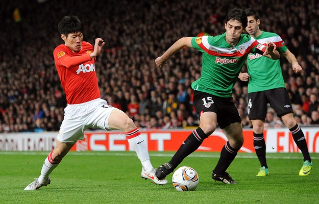 Park  Ji-Sung  w trakcie meczu Manchester United - Athletic Bilbao w 2012 roku /PETER POWELL   /PAP/EPA