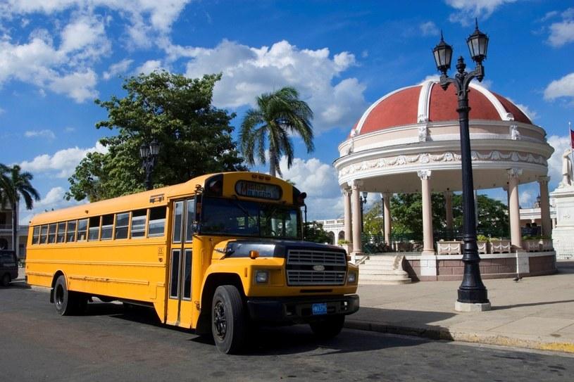 Park Jose Marti. Między miastami kursują ciężarówki przerobione na autobusy /Agencja FORUM