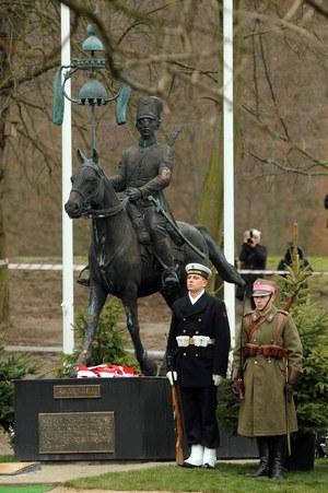 Park Oruński w Gdańsku, uroczytość odsłonięcia pomnika Tatara Rzeczypospolitej, 25.11.2010 /Wojciech Stróżyk /Reporter