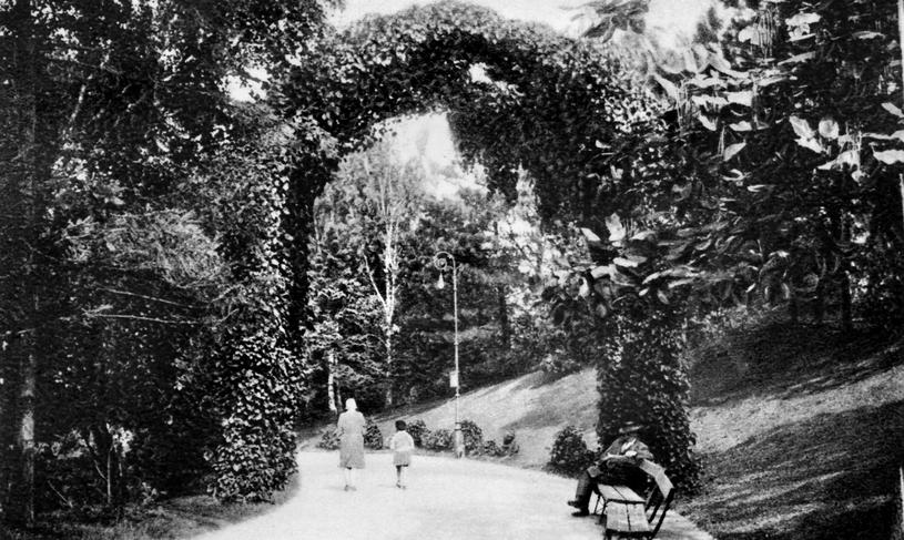 Park Ujazdowski w Warszawie. Ilustracja sprzed 1939 roku (domena publiczna) /Ciekawostki Historyczne